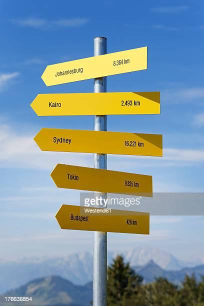 Austria, Salzkammergut, Arrow signs at Zwoelferhorn mountain near St. Gilgen