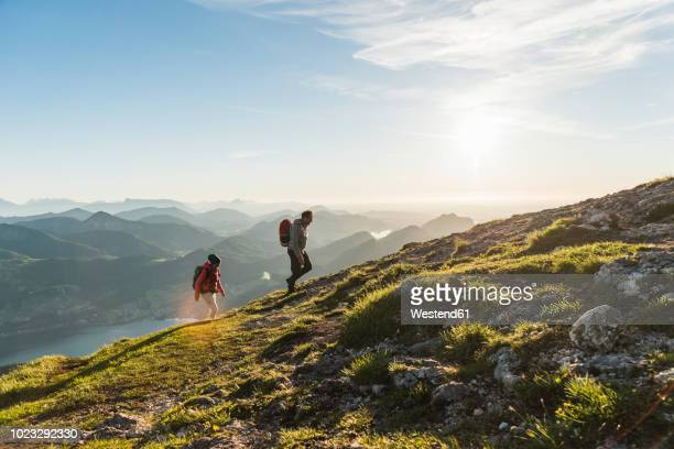 austria, salzkammergut, couple hiking in the mountains - mountain stock pictures, royalty-free photos & images