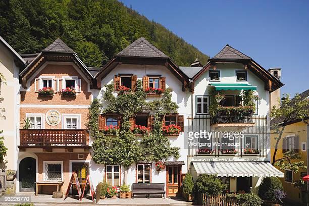 Austria, Salzkammergut, Hallstatt, Chalets at marketplace