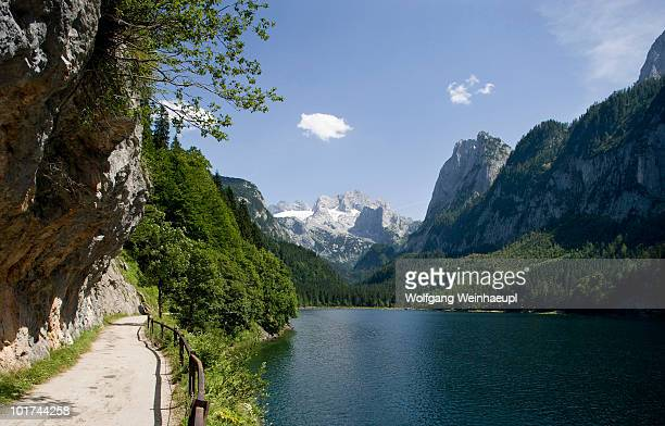 Austria, Salzkammergut, Lake Gosausee with mountains in background