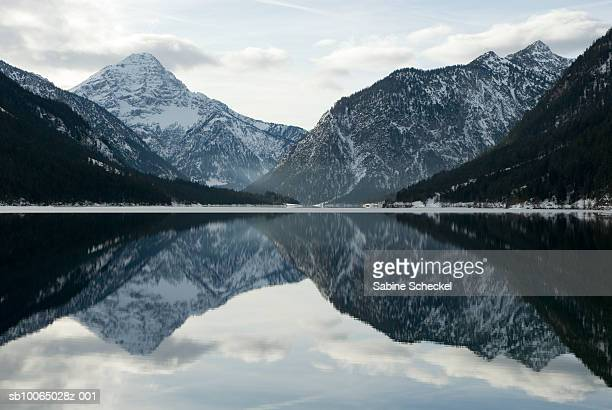 Austria, Tirol, Reutte, mountains reflecting in lake