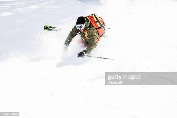 austria, turracher hoehe, happy skier in snow - chute ski photos et images de collection
