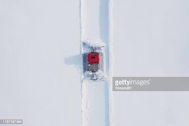austria, tyrol, galtuer, view to ski slope and snow groomer in winter, aerial view - schneefahrzeug stock-fotos und bilder