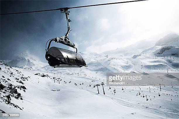 austria, tyrol, ischgl, cable car in winter landscape in the mountains - overhead cable car stock pictures, royalty-free photos & images