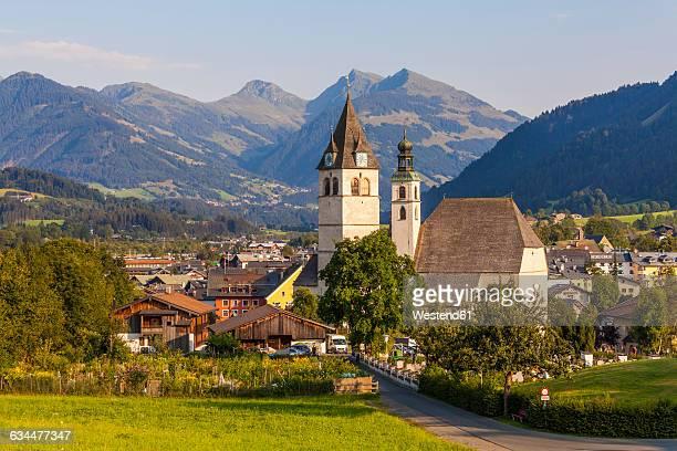 austria, tyrol, kitzbuehel, townscape with churches - kitzbühel stock pictures, royalty-free photos & images
