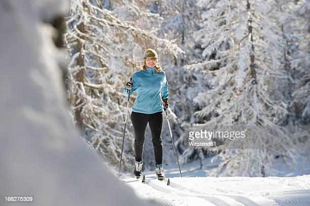 austria, tyrol, seefeld, woman cross country skiing - クロスカントリースキー ストックフォトと画像