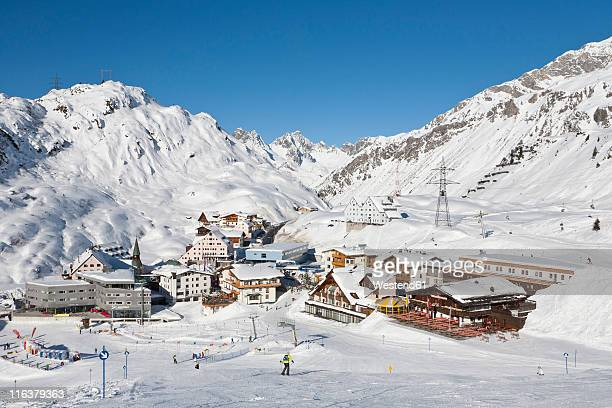 austria, tyrol, skiers in ski region - austria stock pictures, royalty-free photos & images