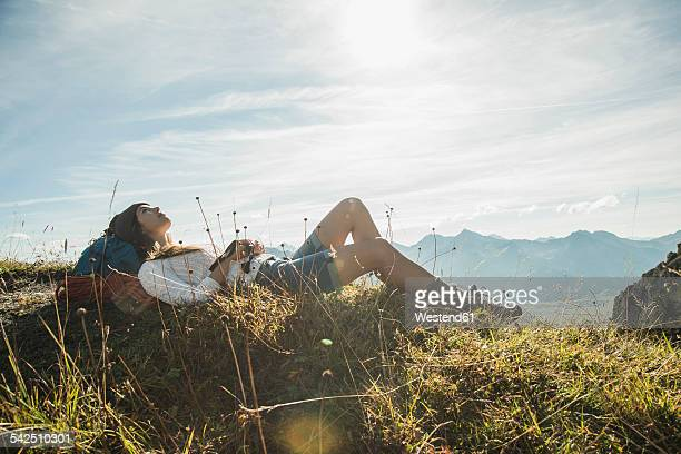 austria, tyrol, tannheimer tal, young hiker having a rest - ruhen stock-fotos und bilder
