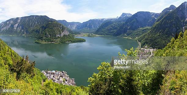 Austria, Upper Austria, Salzkammergut, Hallstatt, Lake Hallstaetter See, View to Obertraun