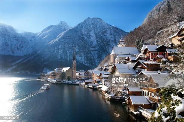 austria, upper austria, salzkammergut, hallstatt, lake hallstatt - hallstatt stock-fotos und bilder