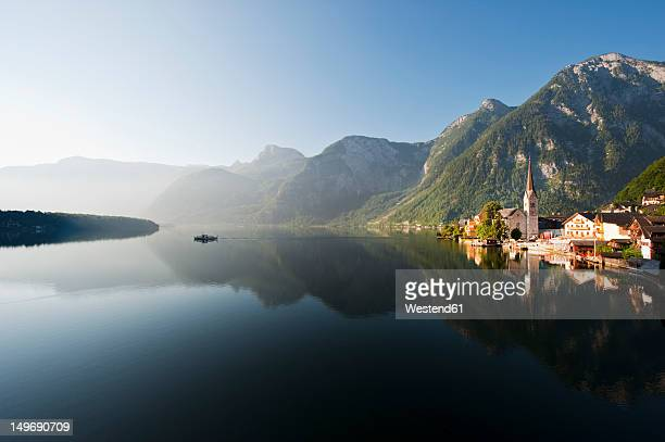 Austria, Upper Austria, View of Lake Hallstaetter See at sunrise