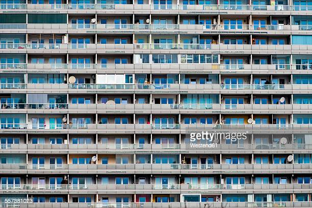 austria, vienna, detail of an apartment building - wolkenkratzer stock-fotos und bilder