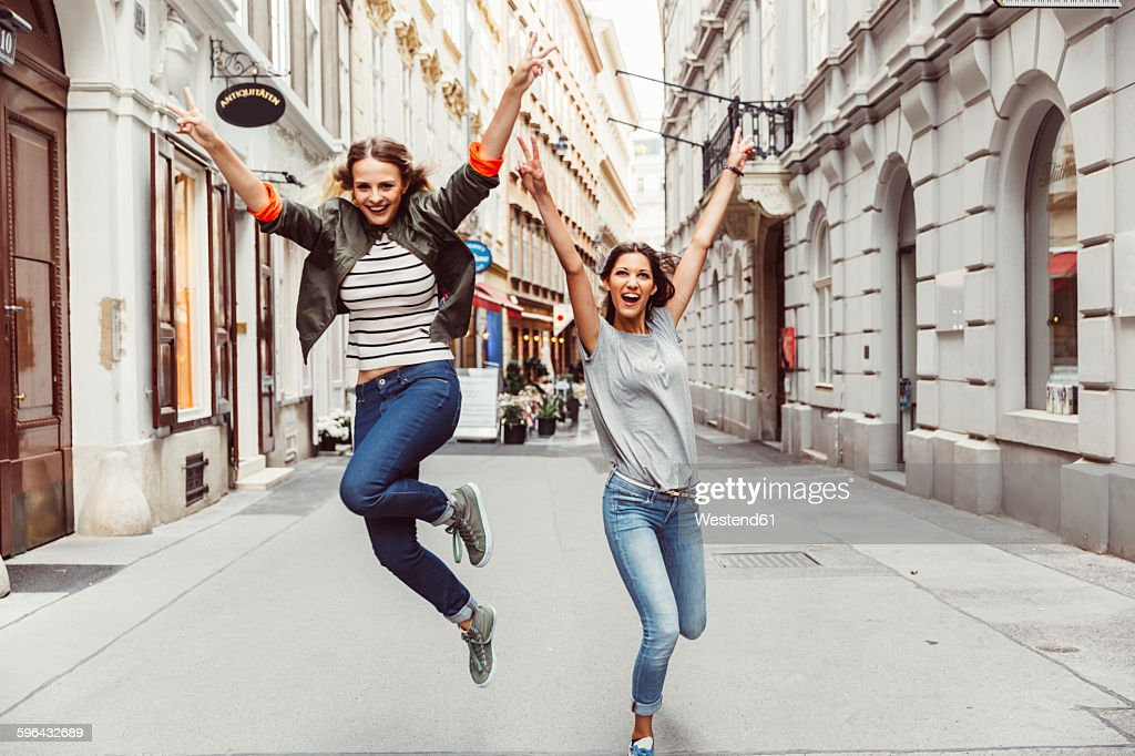 Austria, Vienna, two excited female friends in the old town : Stock-Foto