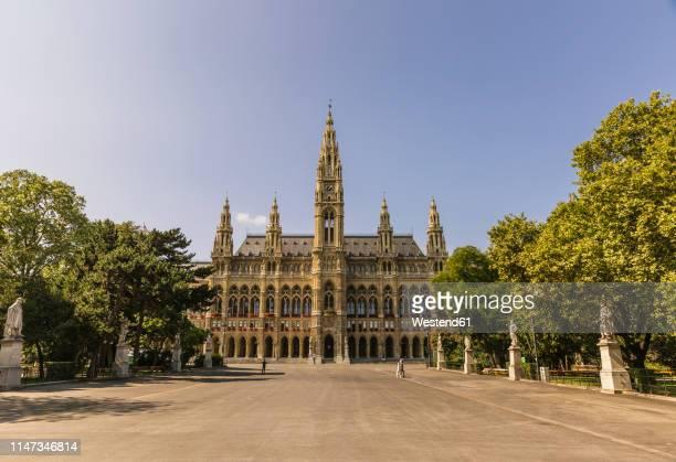 austria, vienna, vienna city hall - wien stock-fotos und bilder