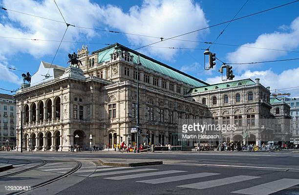 austria, vienna, vienna state opera house - vienna state opera stock pictures, royalty-free photos & images