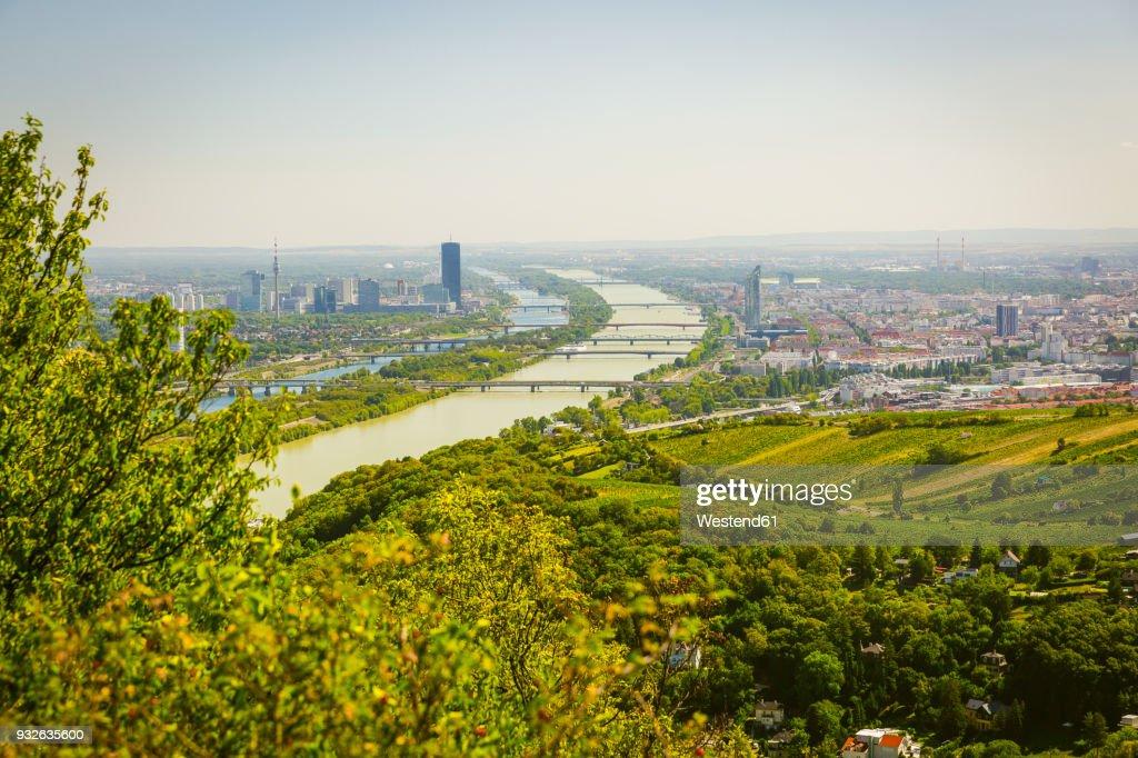 Austria, Vienna with Danube river, view from Leopoldsberg : Foto de stock