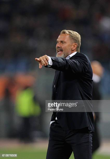 Austria Wien head coach Thorsten Fink gestures during the UEFA Europa League match between AS Roma and FK Austria Wien at Olimpico Stadium on October...