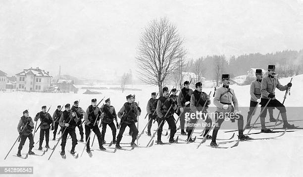 Austria-Hungaria, military: Austrian soldiers during a military exercise on skis, 1901