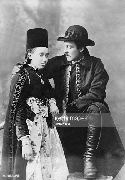 bridal couple probably in the 1910s Photo Adler Zaszvaros