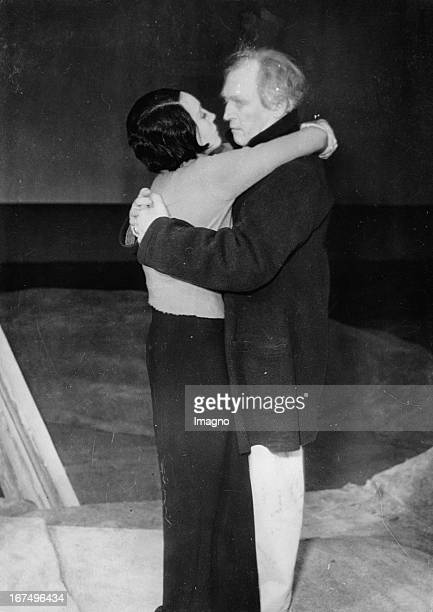Austrian actress Elisabeth Bergner and the German actor Werner Krauss in the play GABRIEL SCHLLINGS ESCAPE at the State Theater in Dresden 25th...