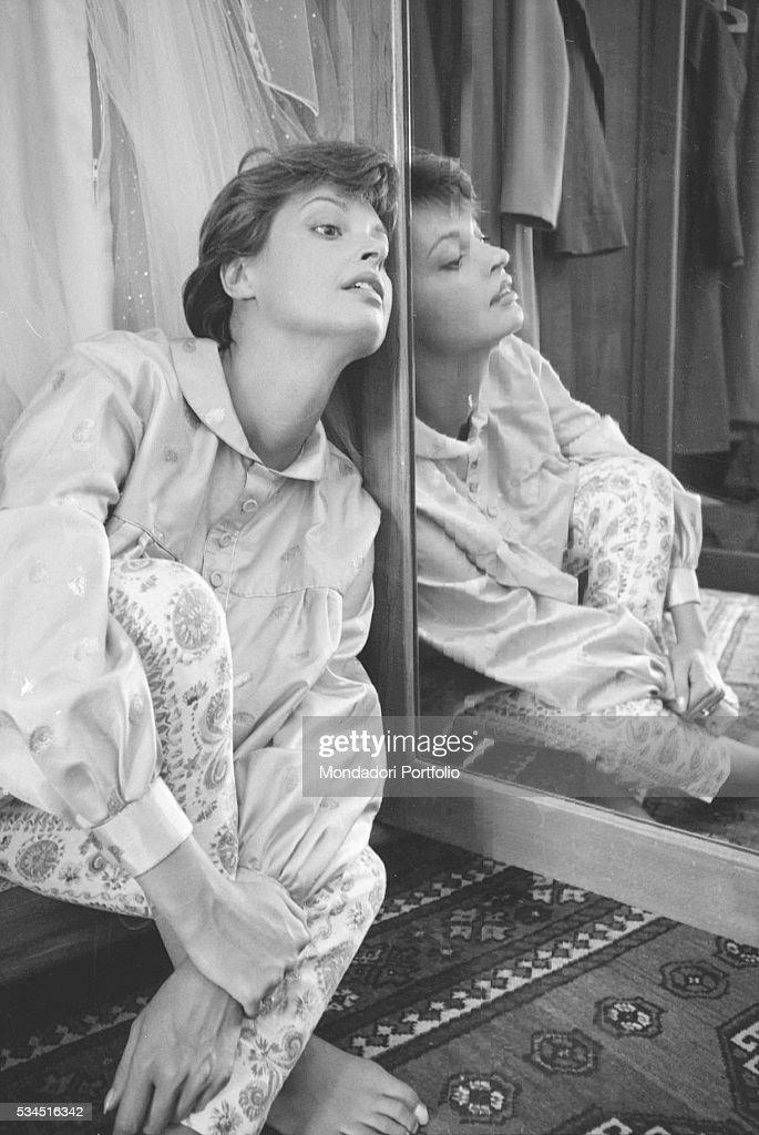 Austrian actress Nadja Tiller beside a mirror during the 19th Venice International Film Festival. Venice, August 1958