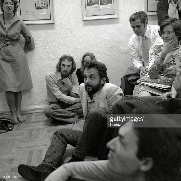 Austrian artist Arnulf Rainer at a performance of Happening artist Allan Kaprow in the well known art gallery socalled 'Galerie nchst St Stephan'...