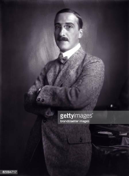 Austrian author Stefan Zweig Photograph around 1920 [Der sterreichische Schriftsteller Stefan Zweig Photographie um 1920]