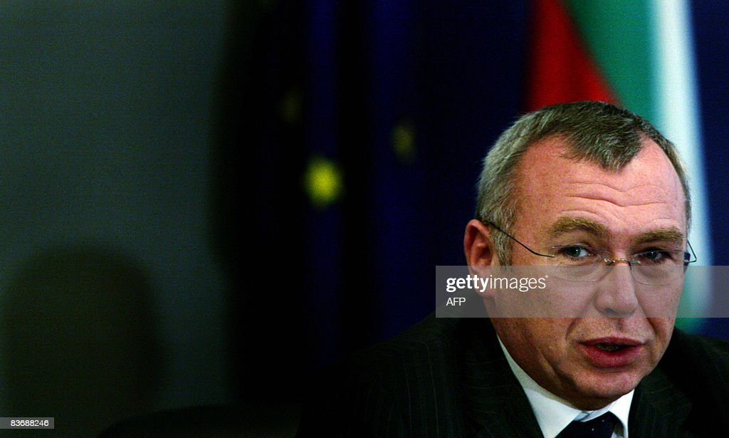 Austrian Chancellor Alfred Gusenbauer gi : News Photo