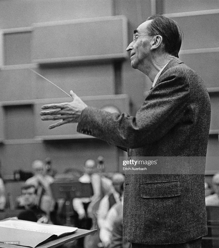 Rosbaud Conducts : News Photo