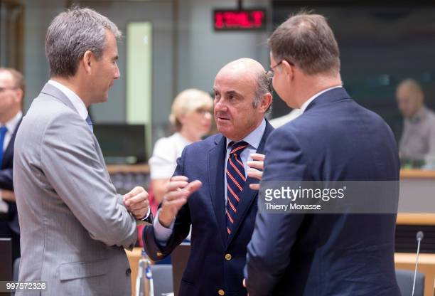 BRUSSELS BELGIUM JULY 13 Austrian Finance Minister President of the Council Hartwig Loeger is talking with the Vice President of the European Central...