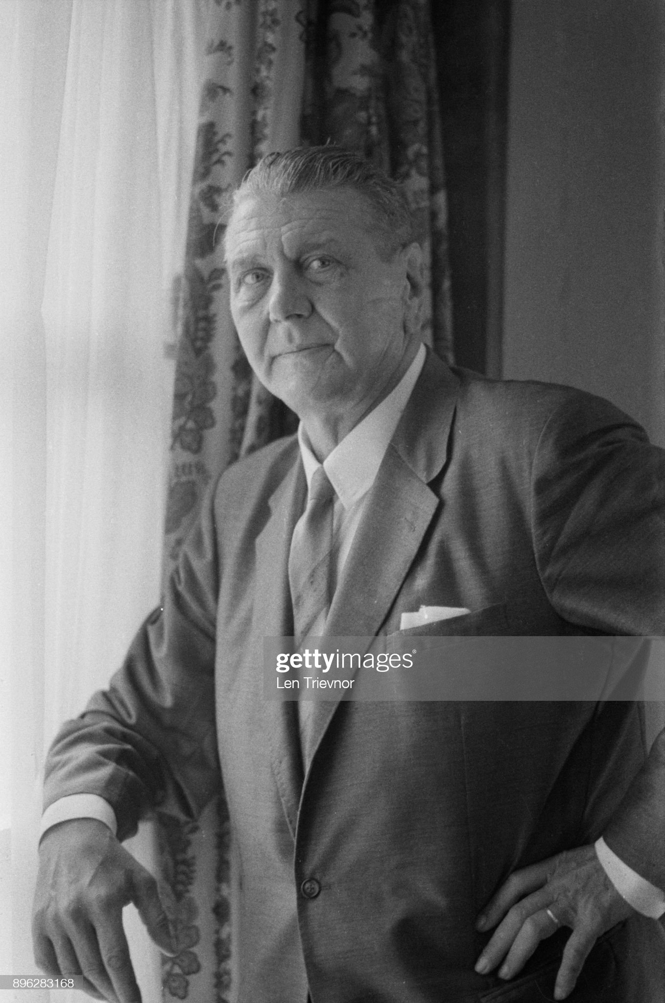 قائد الكوماندوس النازي Otto Skorzeny  Austrian-former-ss-lieutenant-colonel-otto-skorzeny-in-london-to-film-picture-id896283168?s=2048x2048