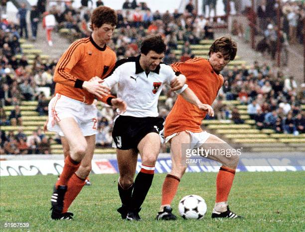 Austrian forward Johann Krankl loses the ball under pressure from Dutch defenders Ruud Krol and Erny Brandts 14 June 1978 in Cordoba during the World...