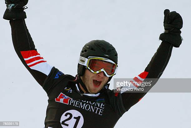 Austrian Manuel Veith celebrates after winning the Men's parallel giant slalom snowboard World Cup race in Limone Piemonte 08 December 2007 Veith won...