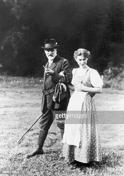 Austrian neurologist Sigmund Freud with his daughter Anna Dolomites South Tyrol Photography 1913 [Der oesterreichische Nervenarzt Sigmund Freud mit...