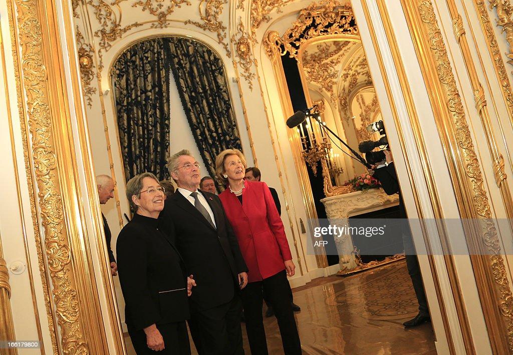 austrian-president-heinz-fischer-his-wife-margit-fischer-confer-with-picture-id166179800