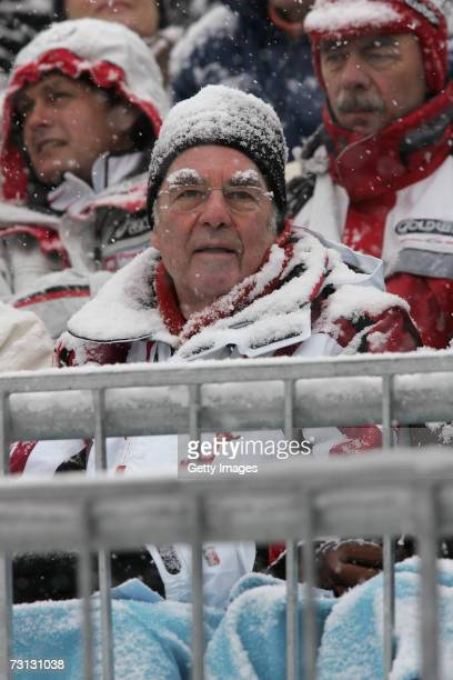 Austrian President Heinz Fischer watches the Hahnenkamm slalom ski races January 27 2007 in Kitzbuehel Austria