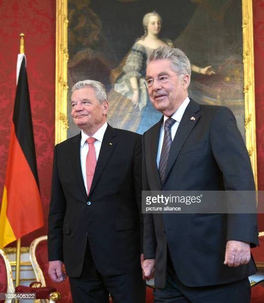 Austrian President Heinz Fischer welcomes German President Joachim Gauck on the occasion of the 70th anniversary of the restoration of the Republic...