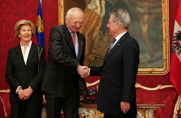 austrian-president-heinz-fischer-welcomes-prince-hans-adam-ii-of-and-picture-id166166092