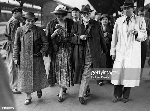 Austrian psychologist Sigmund Freud arrives in Paris after leaving Vienna en route to London Paris France June 1938 He is accompanied by his daughter...
