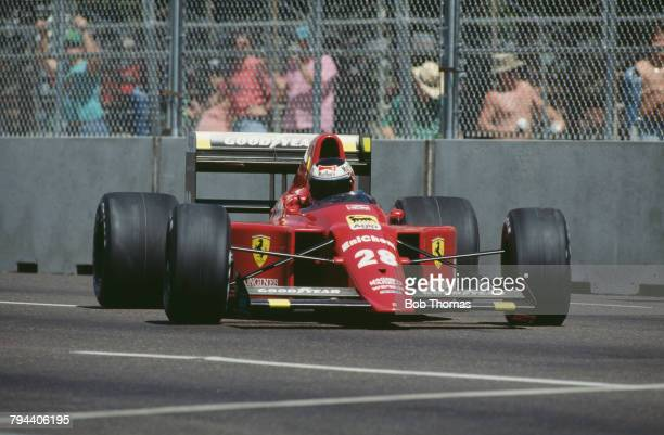 Austrian racing driver Gerhard Berger drives the Scuderia Ferrari SpA SEFAC Ferrari 640 Ferrari 035/5 35 V12 in the 1989 United States Grand Prix in...