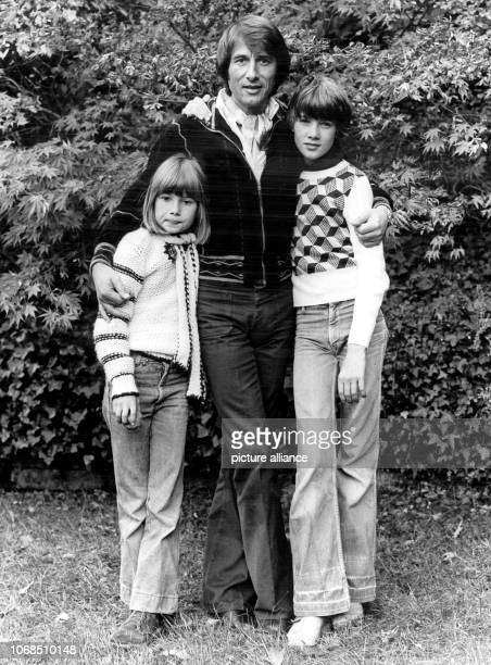 Austrian singer and songwriter Udo Juergens and his children Johnny and Jenny on 10 October 1977 Juergens celebrates his 70th birthday on 30...