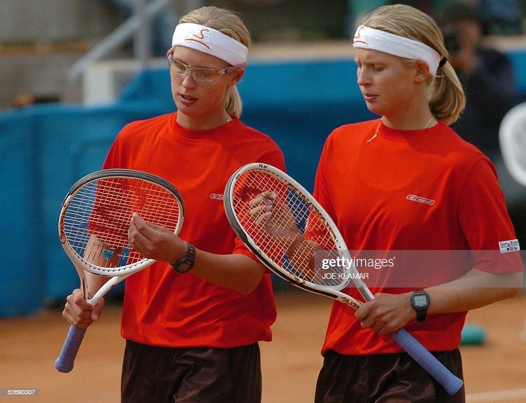Austrian twins Daniela (L) and Sandra (R : News Photo