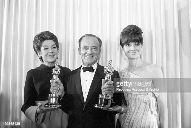Austrianborn American director Fred Zinnemann showing the Academy Awards for the Best picture and for Directing he got for the film A Man for All...