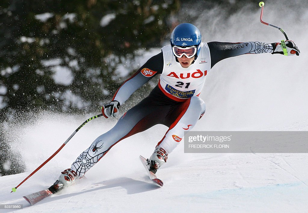 Austria's Benjamin Raich competes during the Ski World Cup Super G race in Lenzerheide, 11 March 2005. US Bode Miller won the race ex aeqo with his teammate Daron Rahlves, Austria's Stephan Goergl ranked second and Liechtenstein's Marco Buechel ranked third.