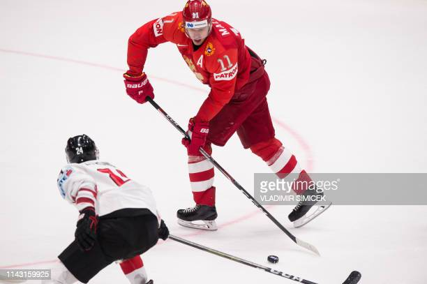 Austria's defender Steven Strong and Russia's forward Yevgeni Malkin vie for the puck during the IIHF Men's Ice Hockey World Championships Group B...
