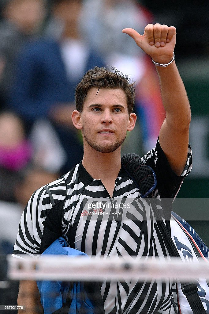 Austria's Dominic Thiem gestures as he walks off the court after losing his men's semi-final match against Serbia's Novak Djokovic at the Roland Garros 2016 French Tennis Open in Paris on June 3, 2016. / AFP / MARTIN