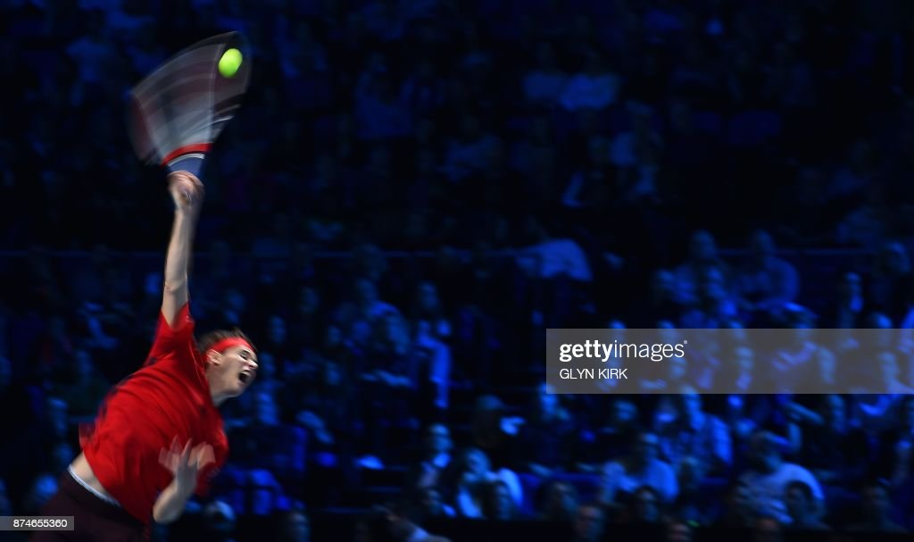 TOPSHOT - Austria's Dominic Thiem serves to Spain's Pablo Carreno Busta during their men's singles round-robin match on day four of the ATP World Tour Finals tennis tournament at the O2 Arena in London on November 15 2017. / AFP PHOTO / Glyn KIRK