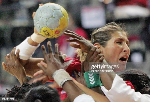 Austria's Gabriela Nagy Rotis jumps to score as players of Ivory Coast try to block her 05 December 2005 during their preliminary group C match of...