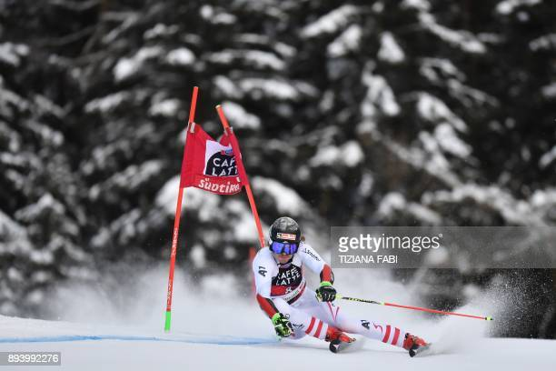 Austria's Manuel Feller competes in the FIS Alpine World Cup Men's Giant Slalom on December 17 2017 in Alta Badia Italian Alps / AFP PHOTO / Tiziana...