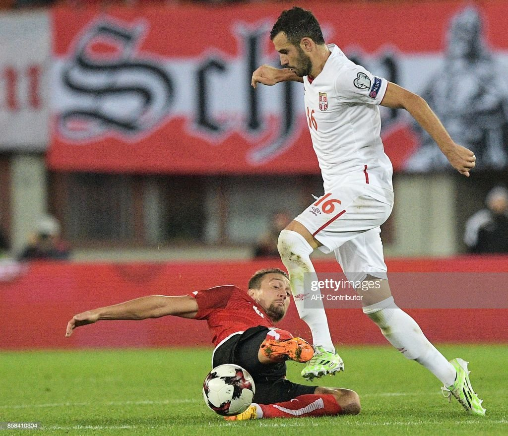 Austria's Stefan Ilsanker (L) vies with Serbia's Luka Milivojevic (R) during the FIFA World Cup 2018 qualification football match between Austria and Serbia at the Ernst Happel stadium in Vienna on October 6, 2017. /